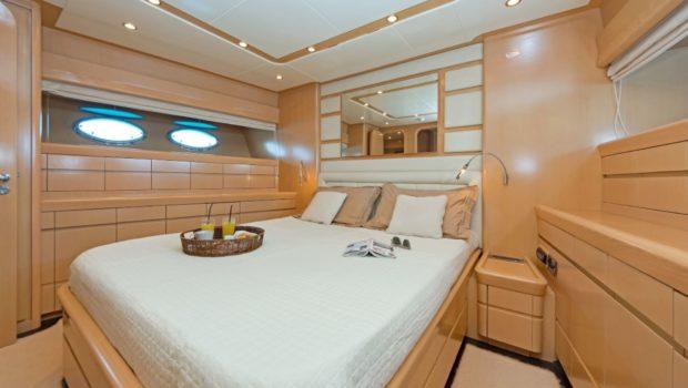 lettouli iii motor yacht master cabin (3) min -  Valef Yachts Chartering - 0362