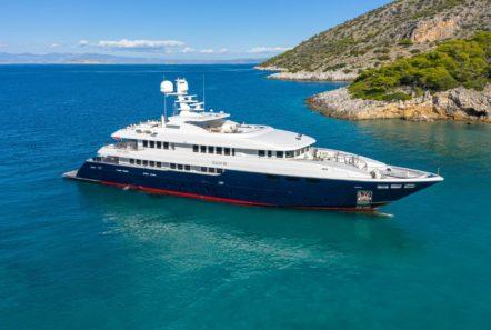 zaliv iii mega yacht exterios (3) min -  Valef Yachts Chartering - 0281