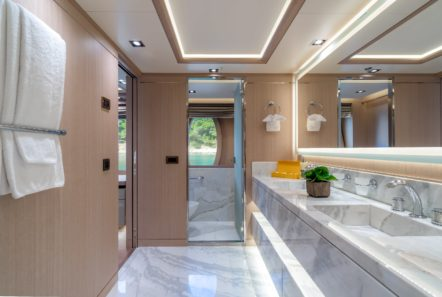 jaz moto yacht bath (1) min -  Valef Yachts Chartering - 0154