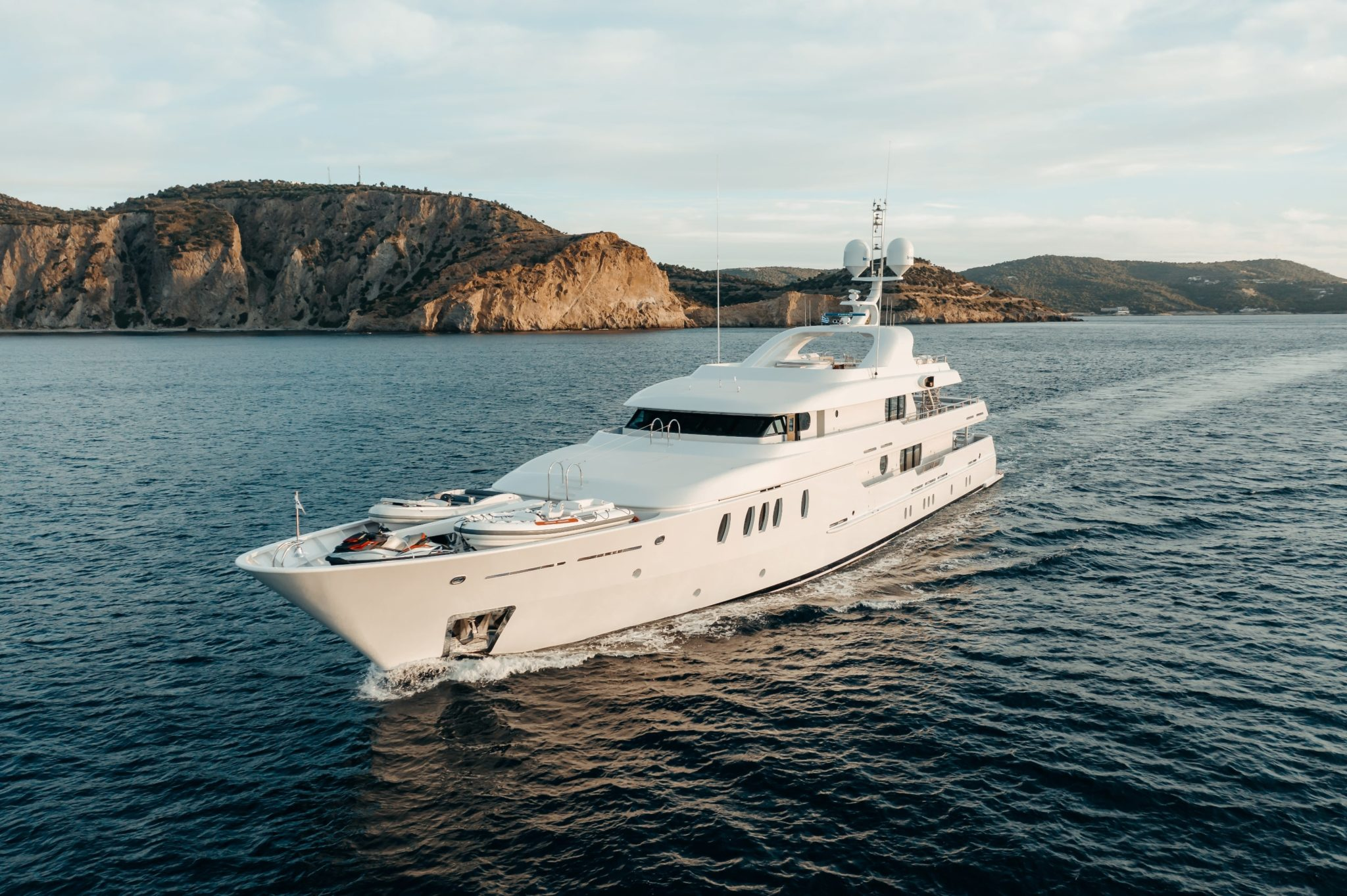 motor yacht Jaz cruising the aegean sea