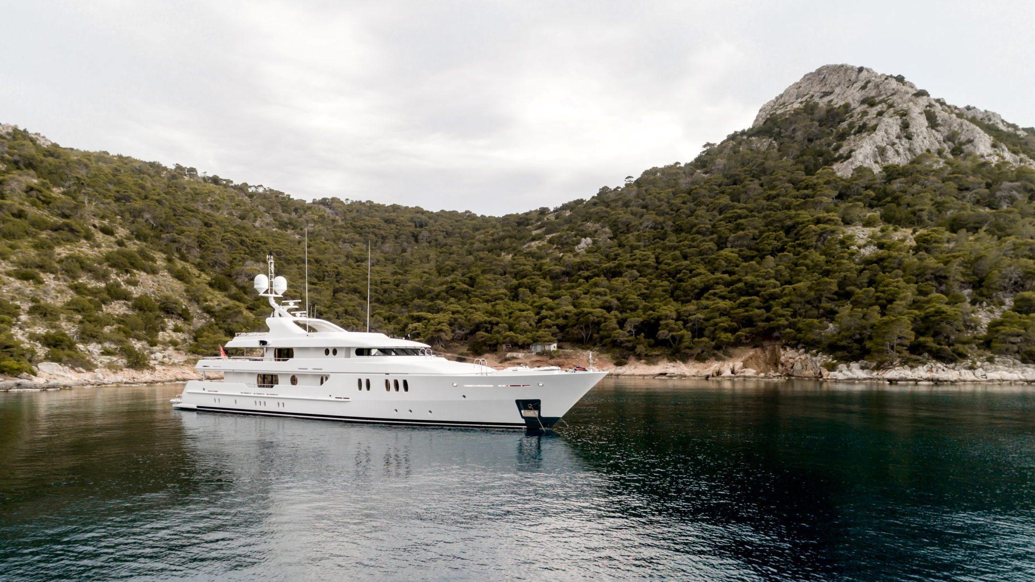 jazz motor yacht profiel min -  Valef Yachts Chartering - 0106