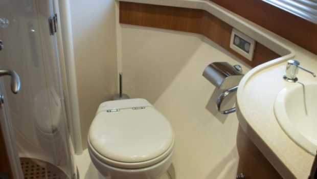 my joy aicon motor yacht bath -  Valef Yachts Chartering - 0250