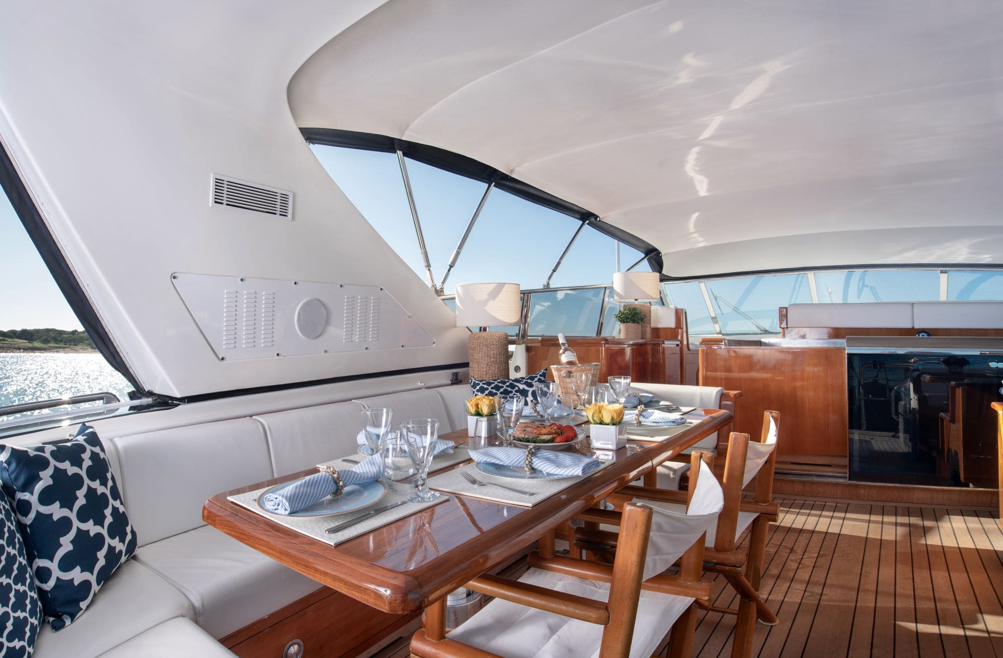 turn on motor yacht aft table (1) -  Valef Yachts Chartering - 0170