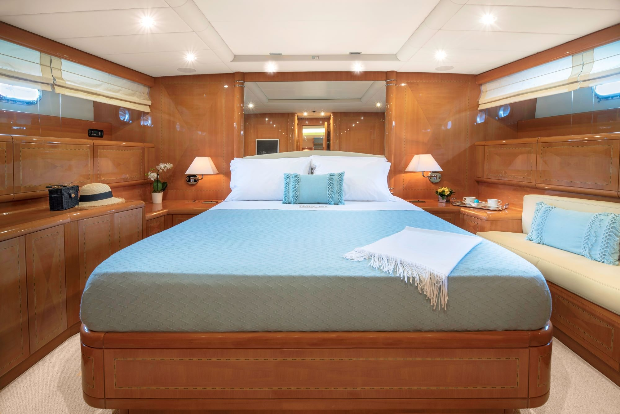 turn on motor yacht master suite (2) -  Valef Yachts Chartering - 0209