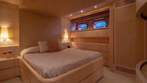 glaros motor yacht double (1) min -  Valef Yachts Chartering - 0024