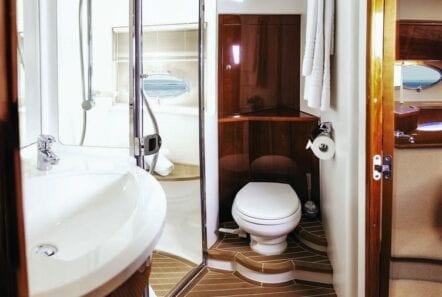 motor yacht Aurelia bathroom