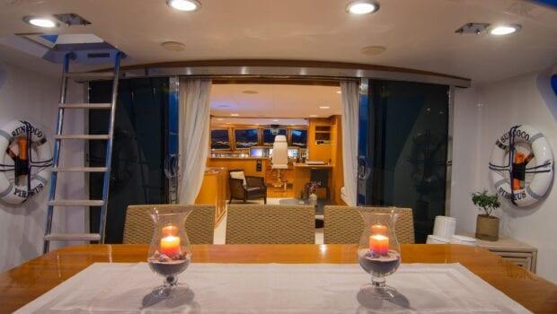 Suncoco-motor-yacht-aft-drining-min