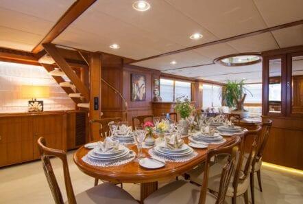 Suncoco-motor-yacht-dining-min