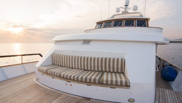 Suncoco-motor-yacht-fore-couch-min