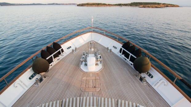 Suncoco-motor-yacht-fore-min