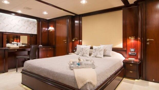 Suncoco-motor-yacht-master-suite (2)-min