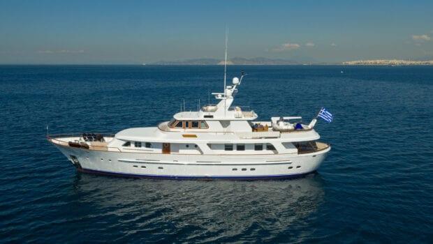 profile of motor yacht Suncoco
