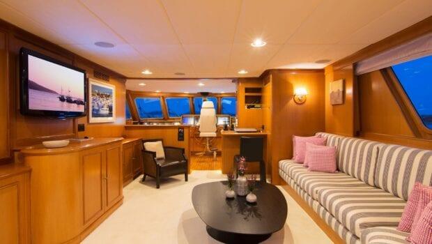 Suncoco-motor-yacht-salon (1)-min