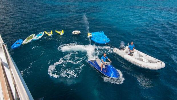 Suncoco-motor-yacht-seatoys-min