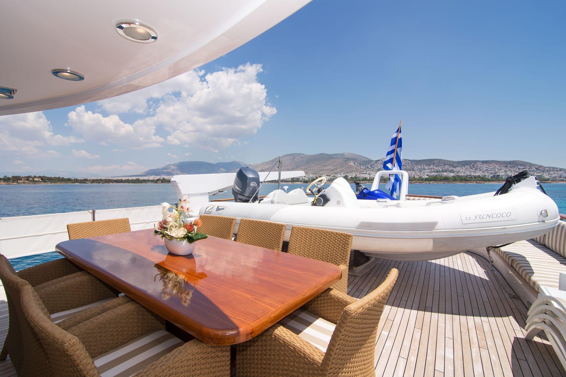 Suncoco-motor-yacht-sundeck-table (2)-min