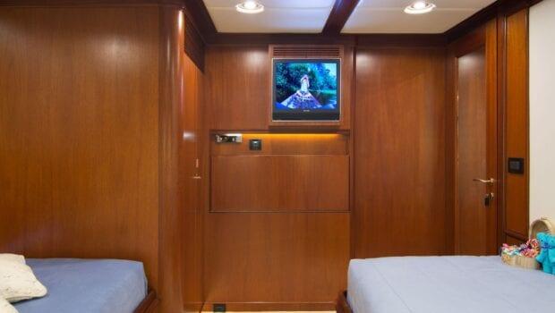 Suncoco-motor-yacht-twins (2)-min