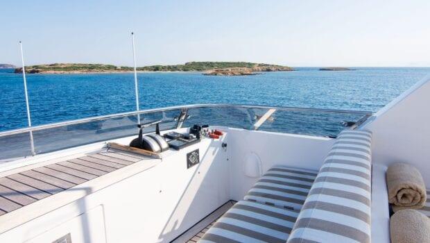 Suncoco-motor-yacht-upper-deck (3)-min