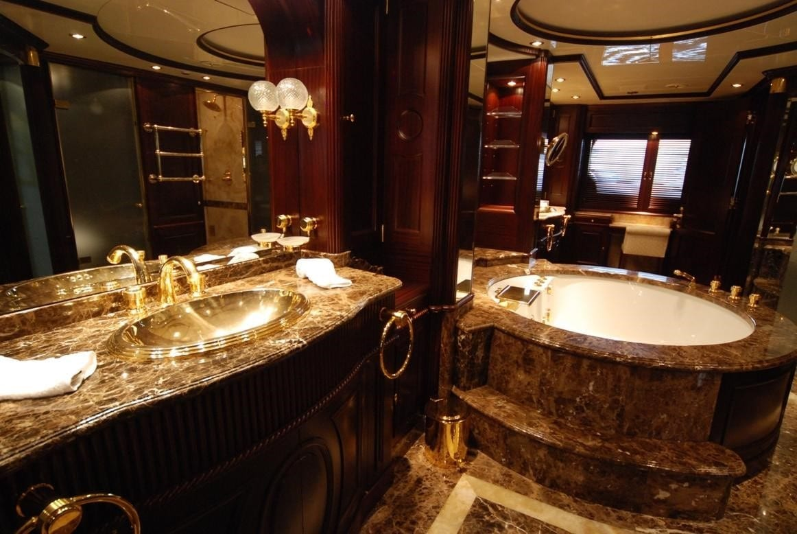 akira-one-motor-yacht-owners-suite-ensuite