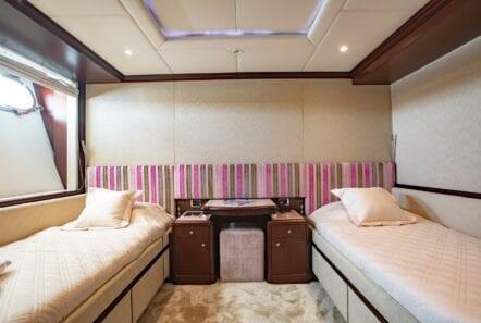 akira-one-motor-yacht-twin-pink-lower