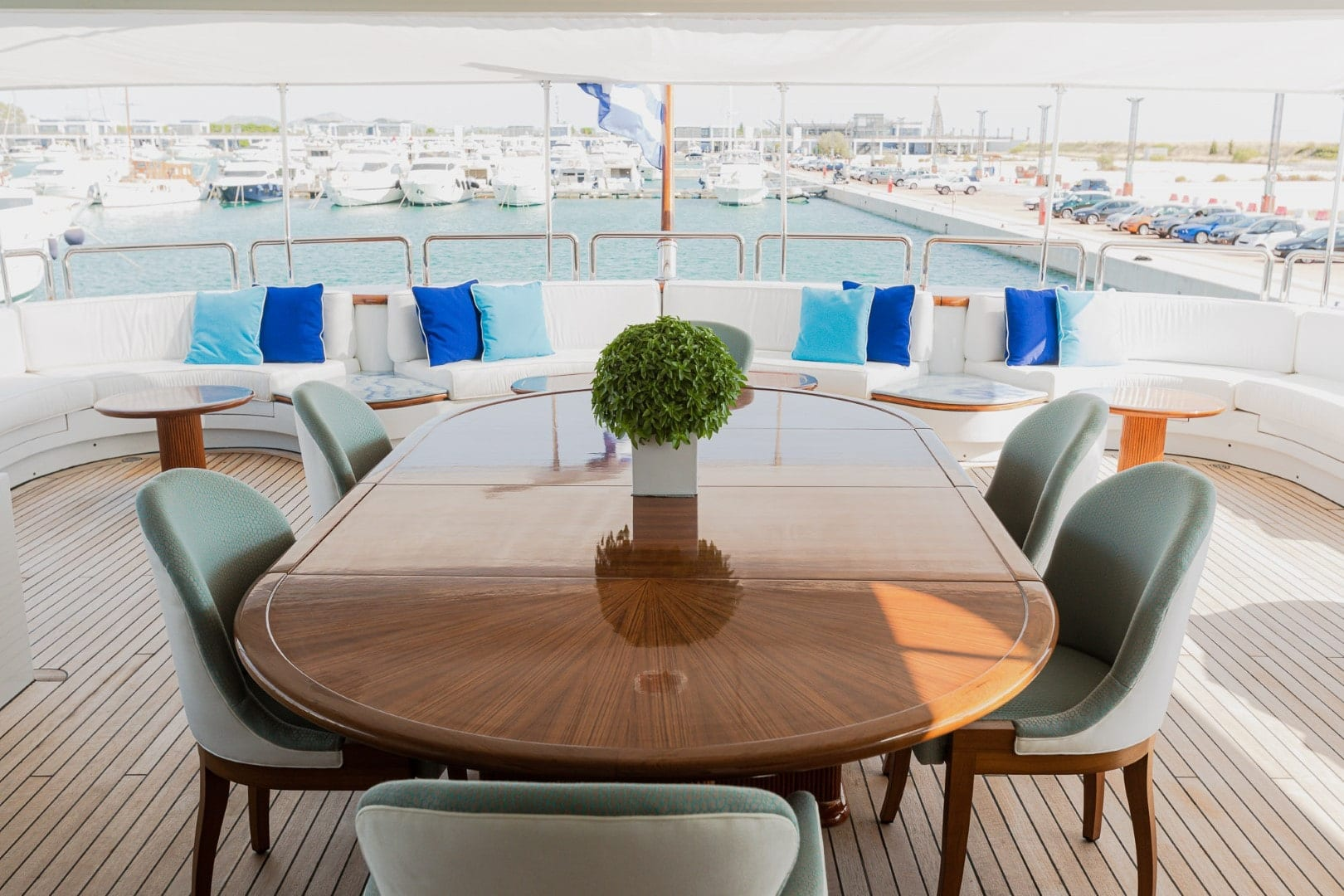 akira-one-motor-yacht-upper-dining