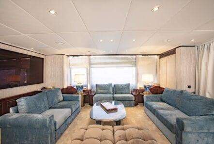 salon of power yacht