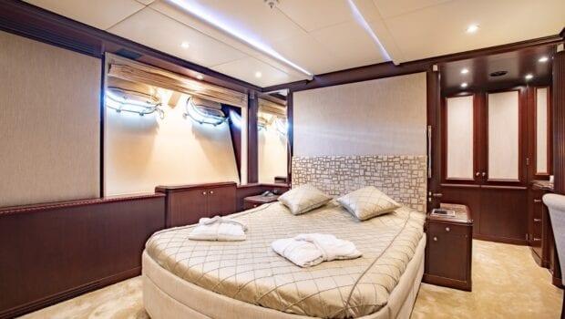 akira-one-motor-yacht-vip-suite-lower-deck (1)