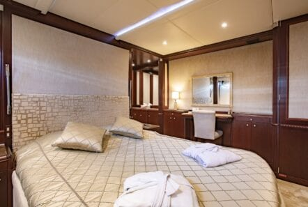 akira-one-motor-yacht-vip-suite-lower-deck (2)