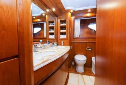 alfea-motor-yacht-bath