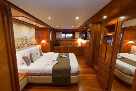 alfea-motor-yacht-master-cabin (3)-min