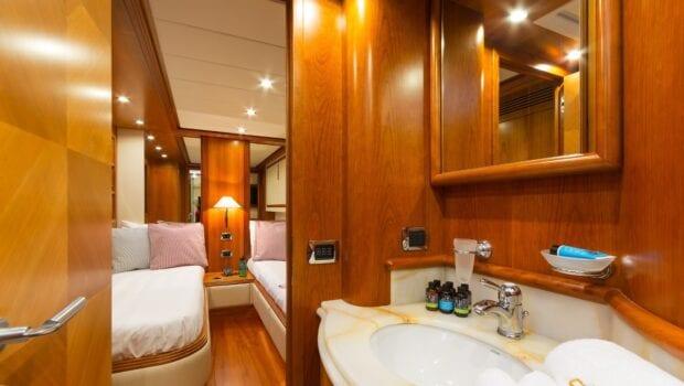 alfea-motor-yacht-twin-bath-min