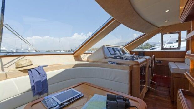 alfea-motor-yacht-wheel-house