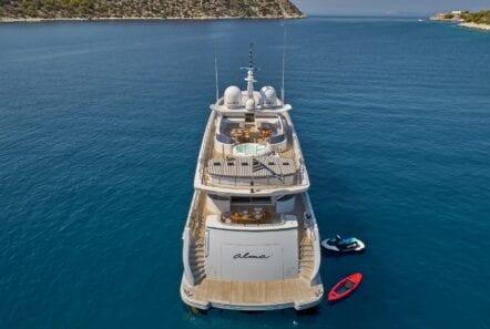 alma-motor-yacht-aft-min