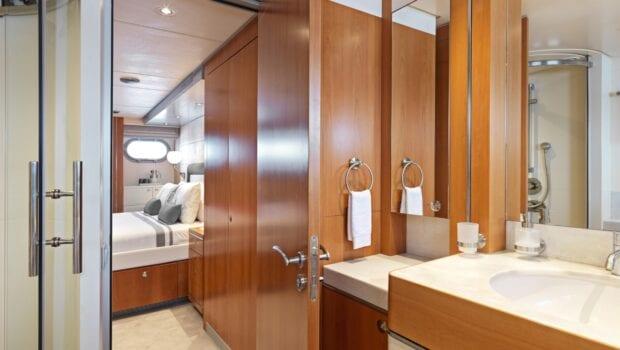 alma-motor-yacht-bath (1)-min