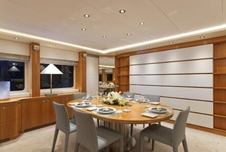 alma-motor-yacht-dining-min