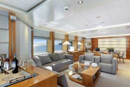 alma-motor-yacht-salon (3)-min