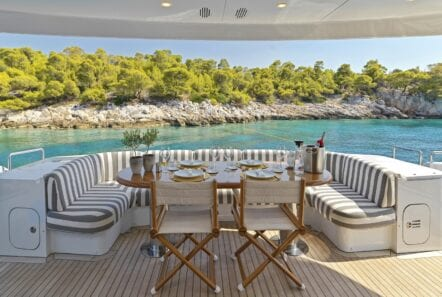 alma-motor-yacht-upper-deck (2)-min