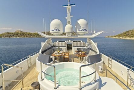 alma-motor-yacht-upper-deck (3)-min