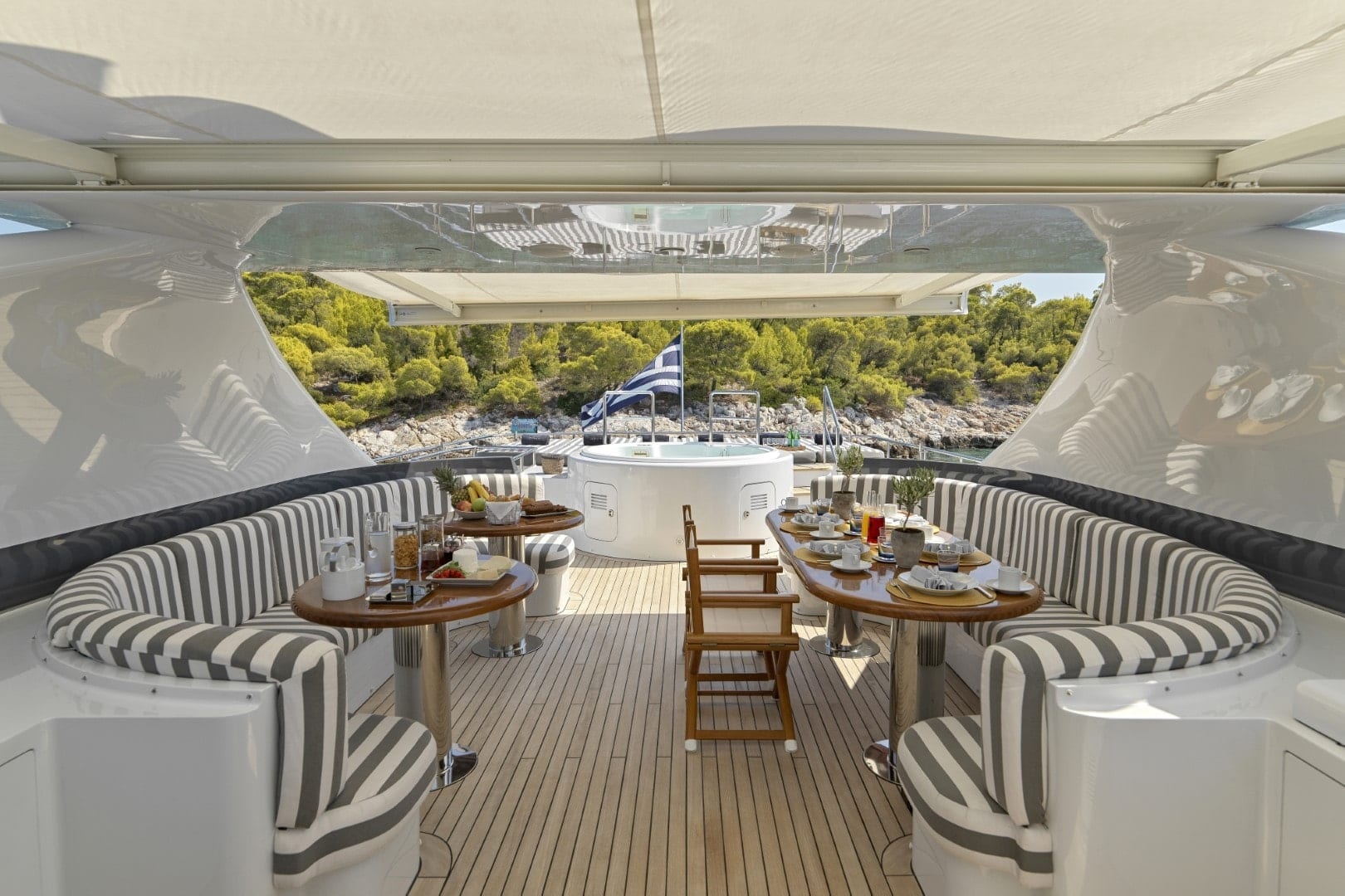 alma-motor-yacht-upper-deck (4)-min