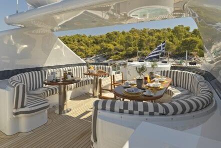 alma-motor-yacht-upper-deck (6)-min