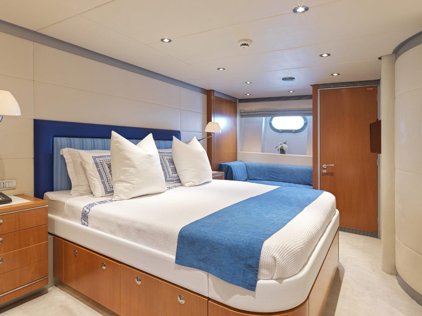 alma-motor-yacht-vip (1)-min