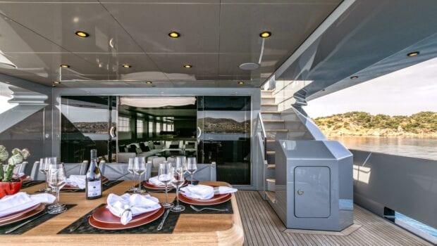 mado-motor-yacht-aft-deck (1)