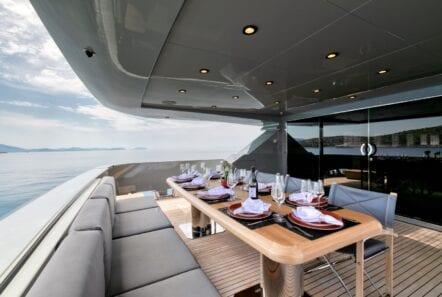 mado-motor-yacht-aft-deck (3)