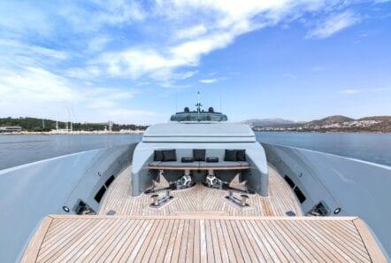 mado-motor-yacht-deck