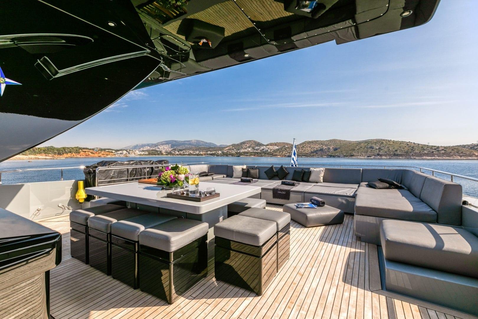 mado-motor-yacht-exterior (2)
