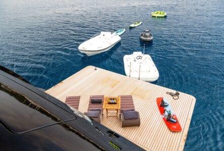 mado-motor-yacht-sea-toys