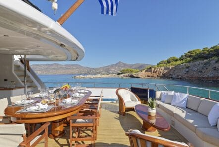 mia-zoi-motor-yacht-aft-deck (2)