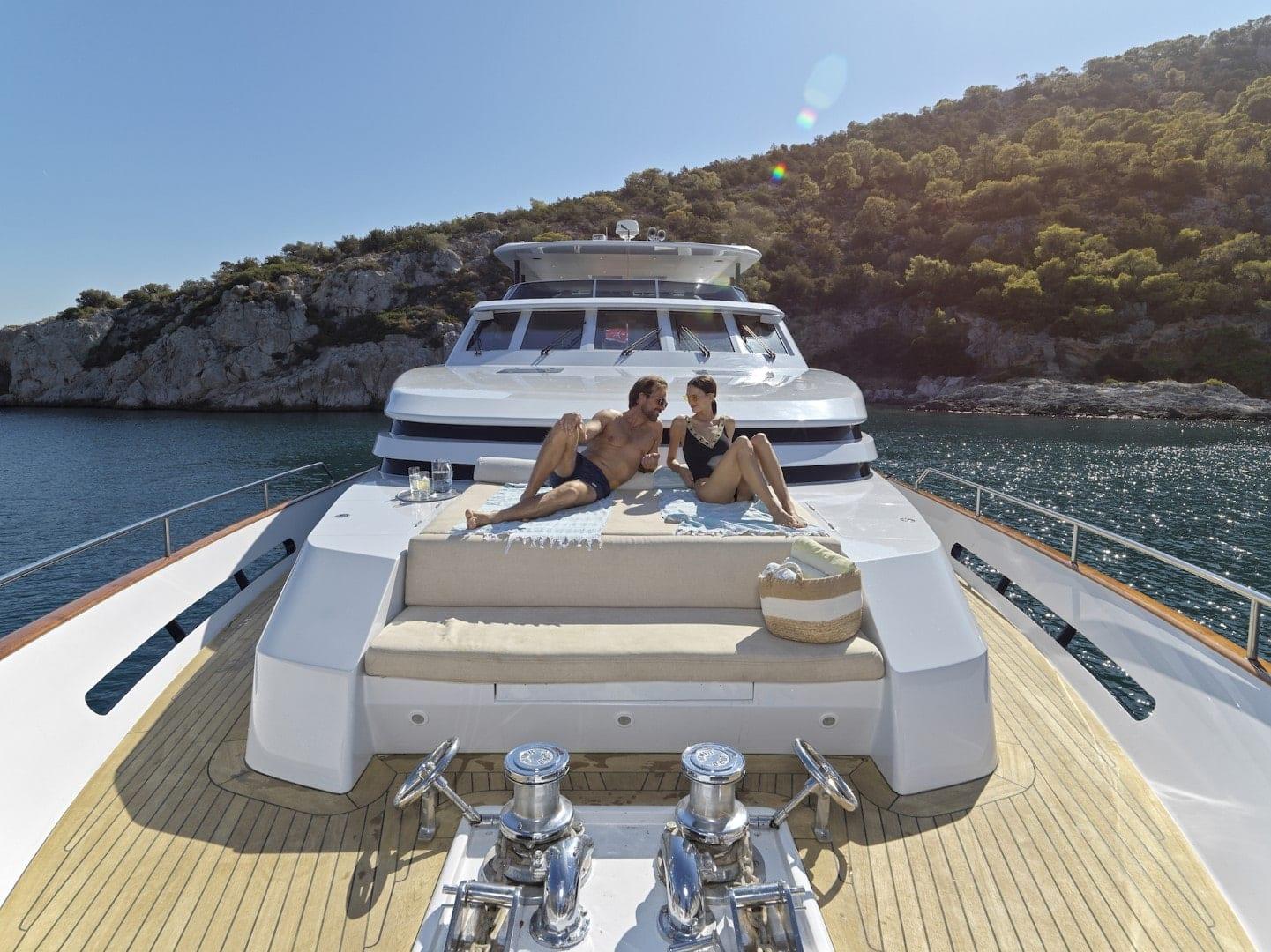 mia-zoi-motor-yacht-bow