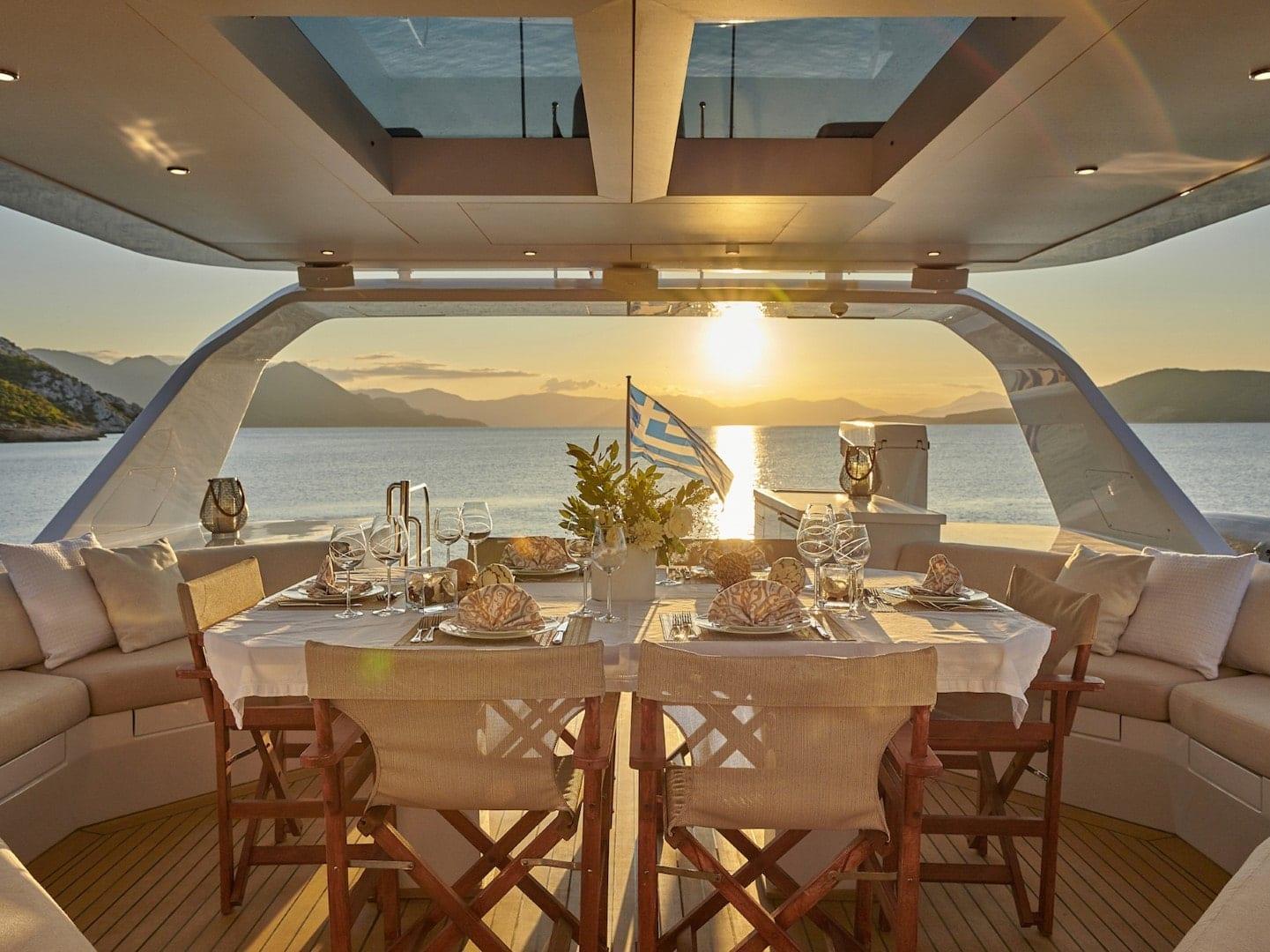 mia-zoi-motor-yacht-sundeck-sunset