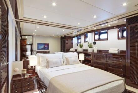 mia-zoi-motor-yacht-vip-cabin