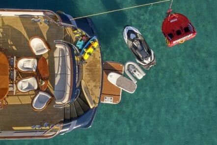 mia-zoi-motor-yacht-water-toys